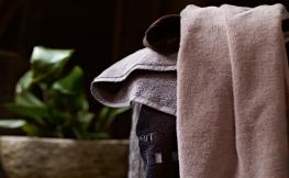 Schöne Badtextilien und Handtücher