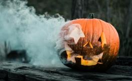 Extravagante Halloween-Dekoration aus Kürbissen