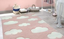 Teppich effektiv reinigen: So funktioniert es mit Hausmitteln