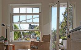 Weiße Holzfenster für skandinavisches Flair