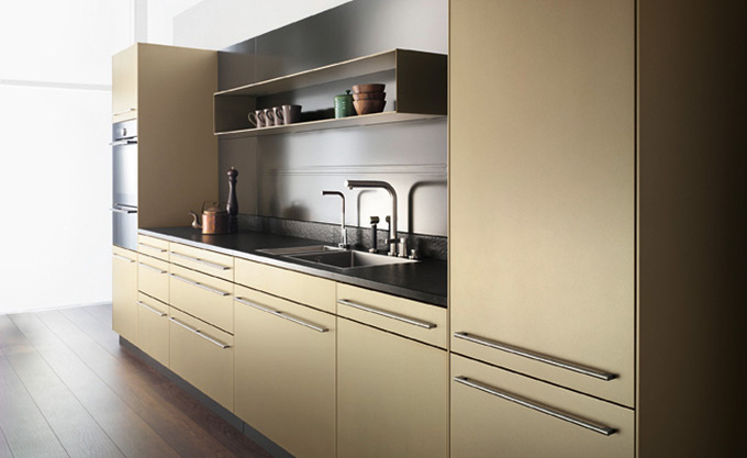 Elegantes Küchendesign im Goldton