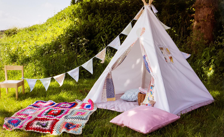 Feierliche dekoration in sch nen zelten und tempor ren r umen for Kinderzimmer tipi