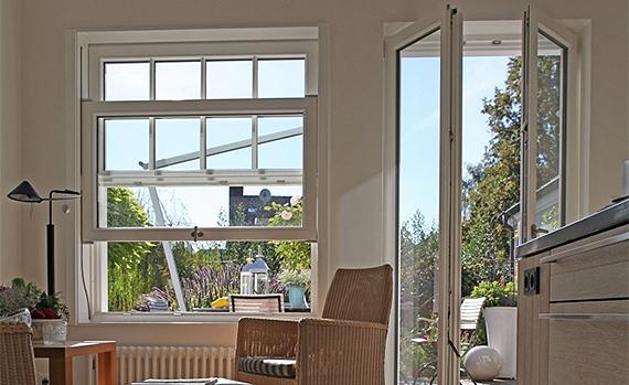 Einfache Dekoration Und Mobel Weisse Holzfenster Fuer Skandinavisches Flair    Design