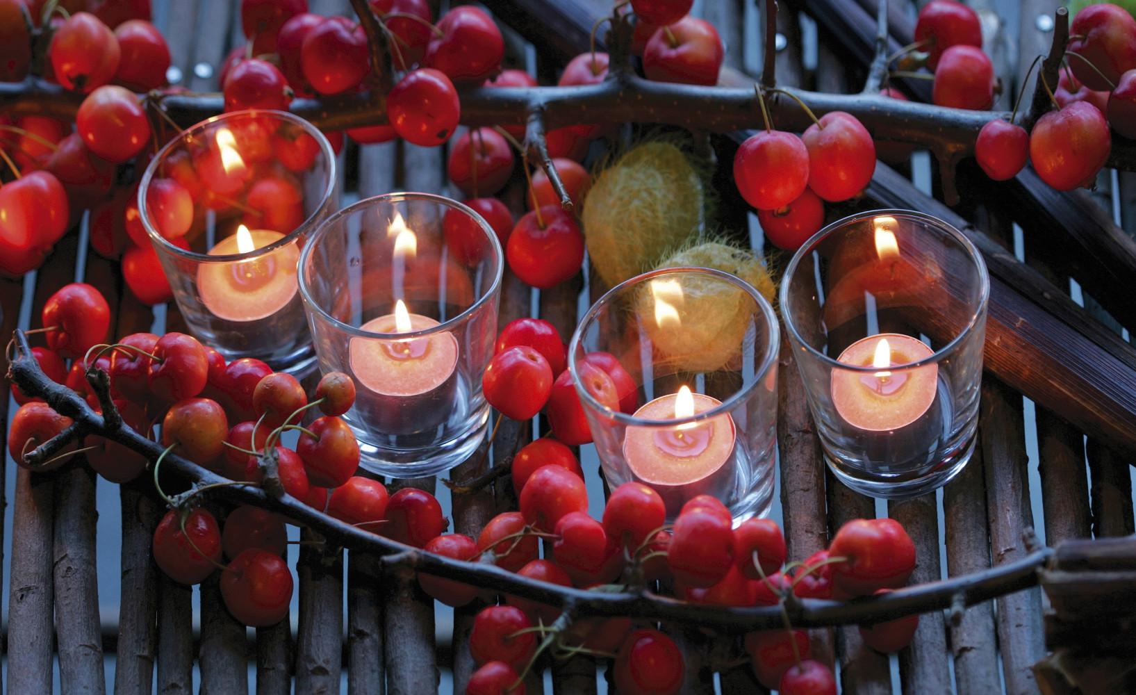 Herbstdeko Mit Beeren Und Teelichtern