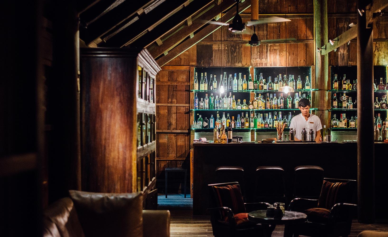Attractive Einfache Dekoration Und Mobel Authentischer Urlaub Im Designhotel Phum Baitang #9: Cigar U0026 Cocktail Lounge Phum Baitang