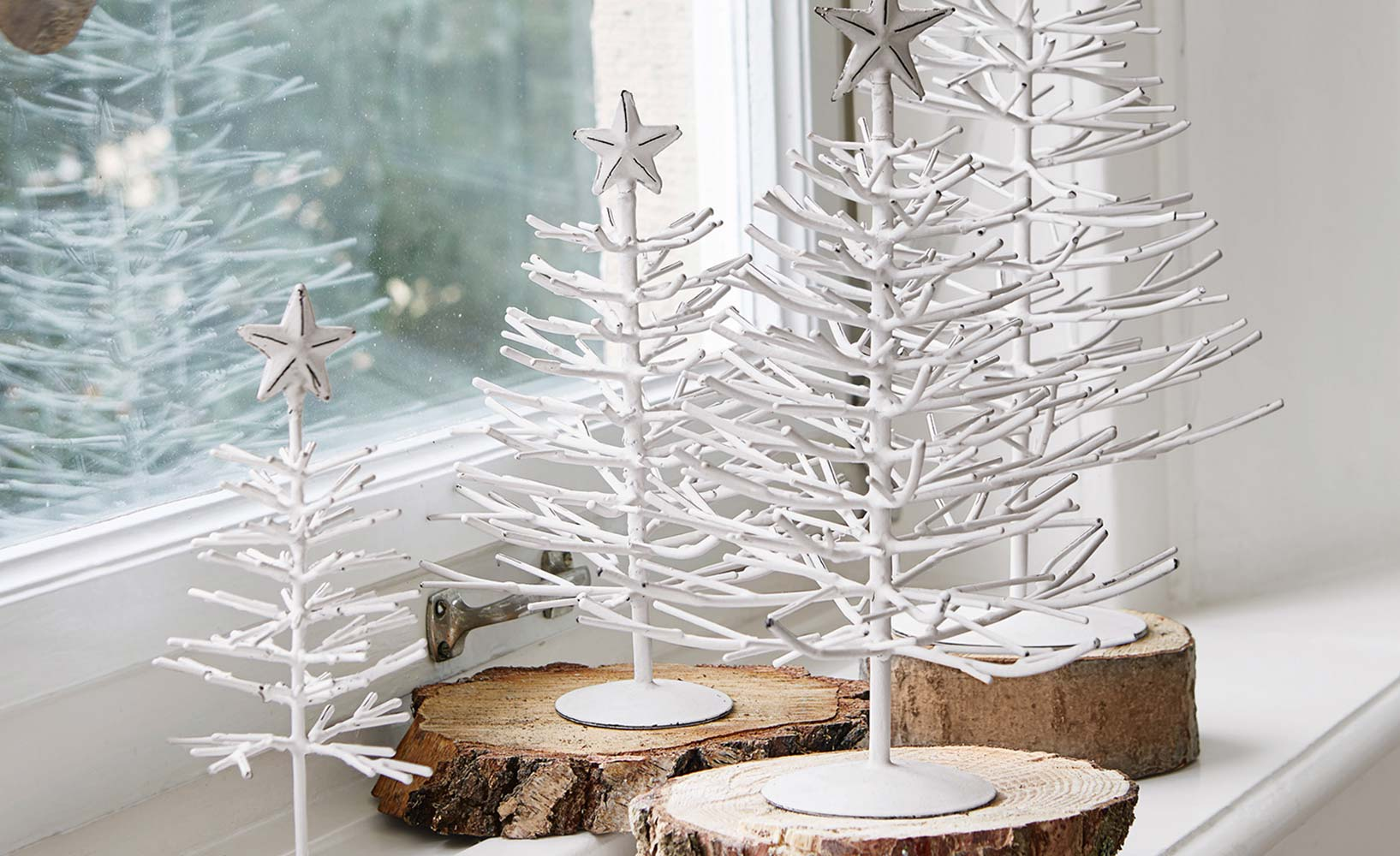 Weihnachtliche winterlandschaft im flur und im wohnzimmer - Winterliche dekoration ...