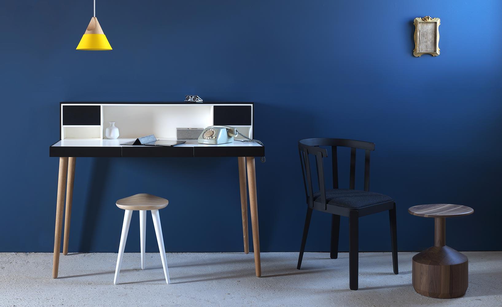 system und design beim einrichten des arbeitszimmers zuhause. Black Bedroom Furniture Sets. Home Design Ideas