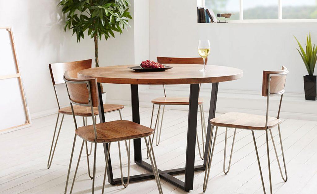 runder Esstisch aus Holz