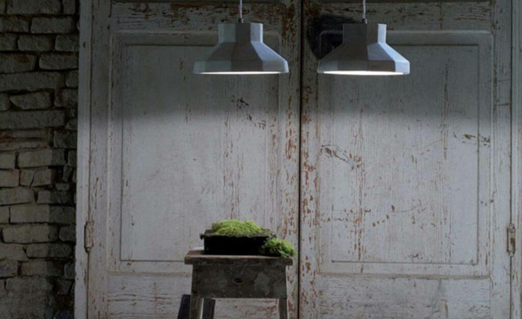 Beton-artige Oberflächen und gedämpfte Farbtöne